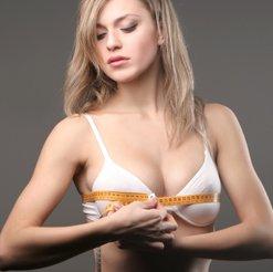 Warum hat das Mädchen eine Brust geringere
